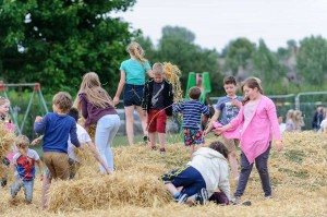 kids-picnic-in-the-park-pattishall